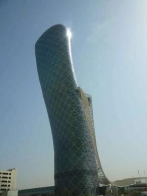 Torre pendente a Abu Dhabi