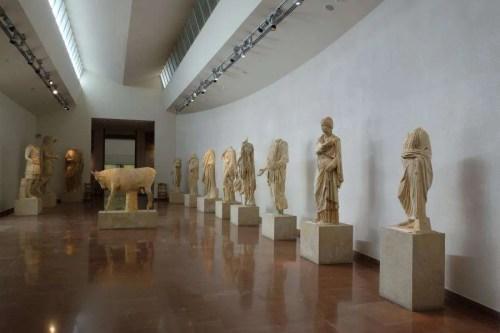 Statue del ninfeo di Olimpia