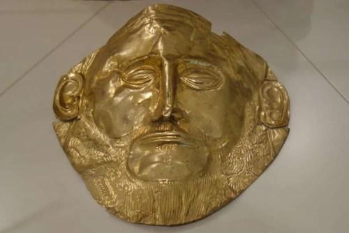 Maschera di Agamennone copia esposta a Micene