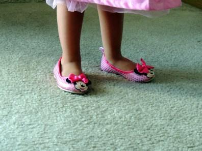 Los zapatos le quedan un poquito grandes pero le encantan