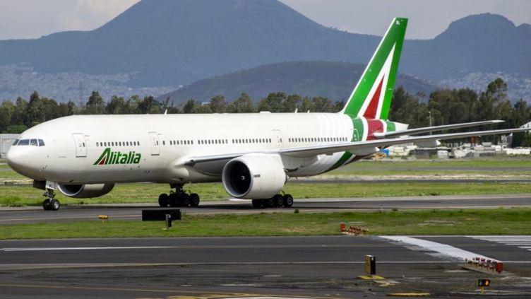 Alitalia Boeing 777-200ER all'aeroporto di Città del Messico MEX - ©enelaire.mx