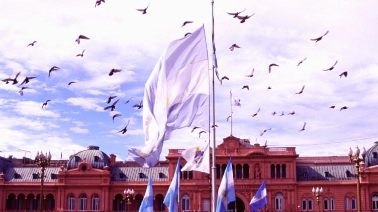 la Casa Rosada a Plaza de Mayo