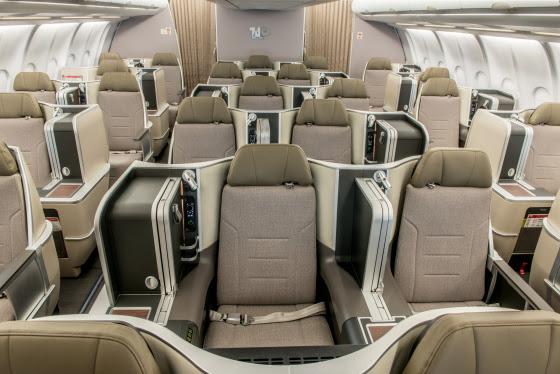 la nuova business class TAP a bordo di Airbus A330 ha disposizione 2+2+1, tutti i sedili reclinano in posizione completamente orizzontale