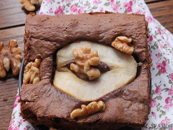 Gâteau chocolat aux poires et noix