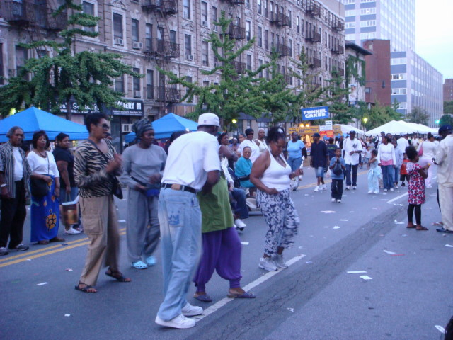 Harlem street partydancers