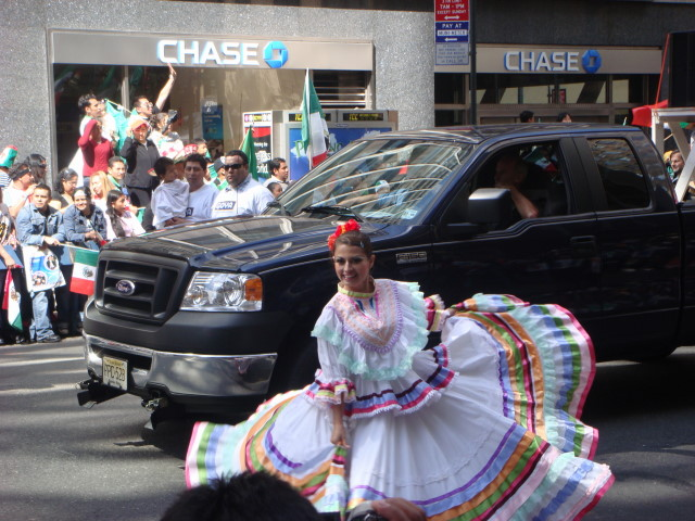 20070916-mexican-day-parade-15-dancer.jpg