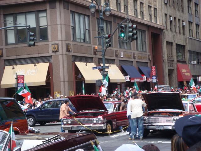 20070916-mexican-day-parade-22-broken-down-lowrider.jpg