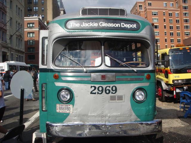 20070930-atlantic-ave-street-fair-26-transit-museum-jackie-gleason-bus.jpg