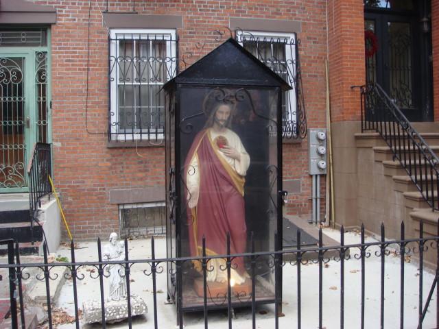 20070930-smith-street-13-sacred-heart-statue.jpg