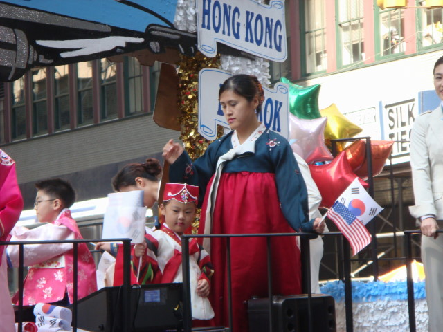 20071006-korean-parade-10-korean-air-float.jpg