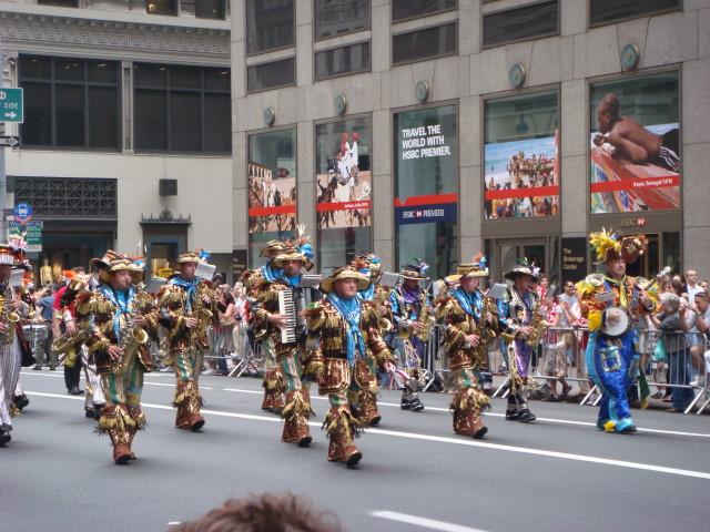20071007-pulaski-parade-09-band-in-weird-outfits.jpg