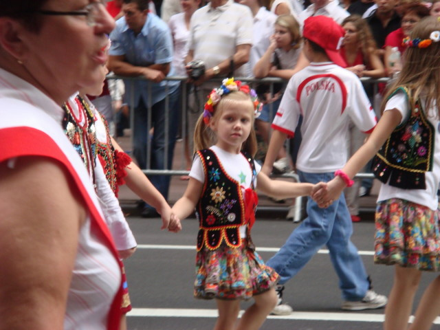 20071007-pulaski-parade-22-children-from-st-frances-de-chantal-church-in-brooklyn.jpg