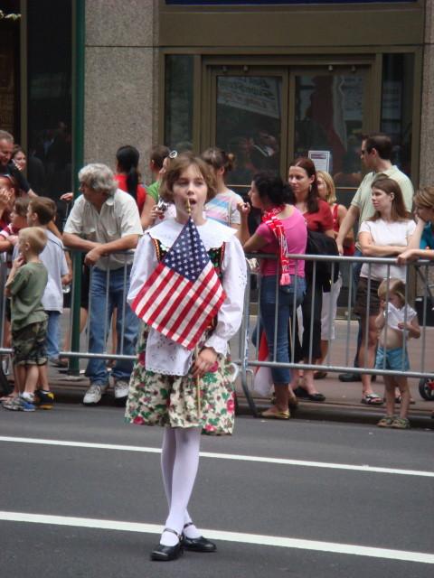 20071007-pulaski-parade-35-little-girl-awaiting.jpg