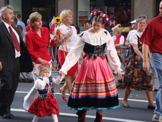 20071007-pulaski-parade-43-traditional-dress.jpg