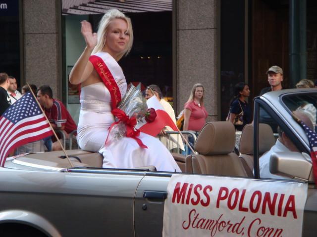 20071007-pulaski-parade-55-miss-polonia-of-stamford-connecticut.jpg