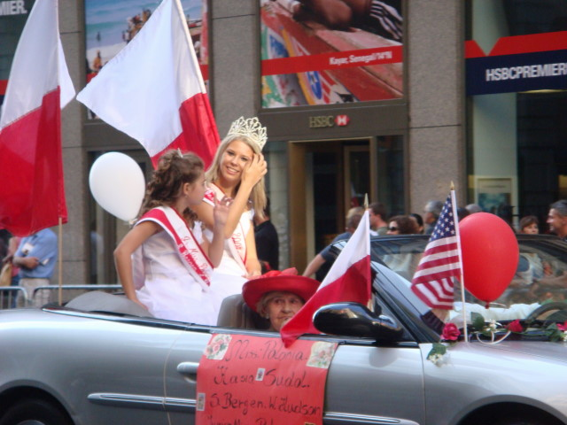 20071007-pulaski-parade-63-miss-polonia-of-south-bergen-west-hudson-kasia-sudol-and-junion-miss-alexandra-cison.jpg