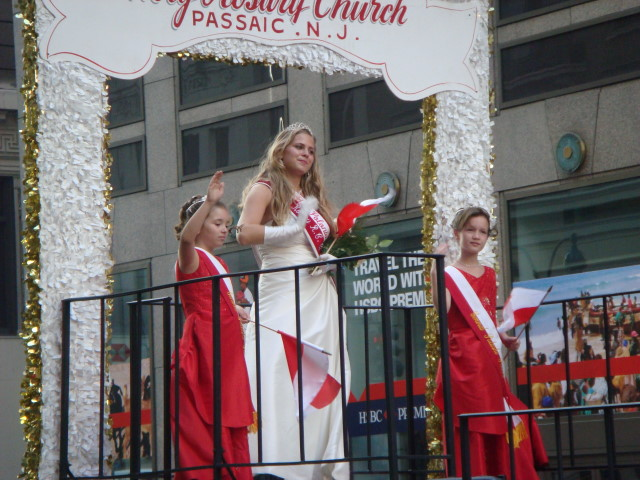 20071007-pulaski-parade-82-miss-polonia-of-holy-rosary-church-passaic-monica-mynaryk.jpg
