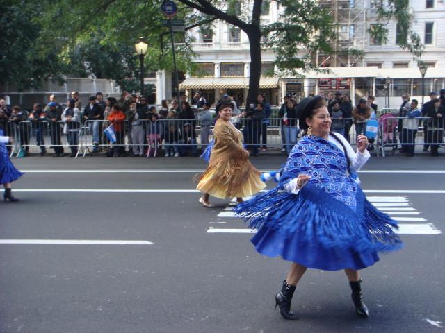 20071014-hispanic-columbus-day-20-dancers.jpg