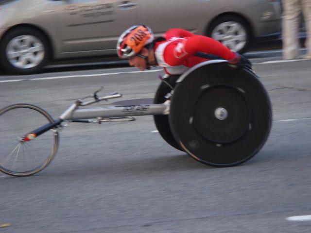 20071104-ny-marathon-14-wheelchair-racer.jpg