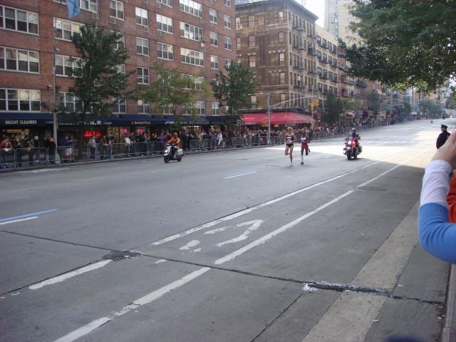 20071104-ny-marathon-23-first-runners.jpg