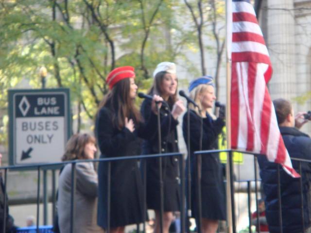 20071111-veterans-day-parade-13-singers.jpg