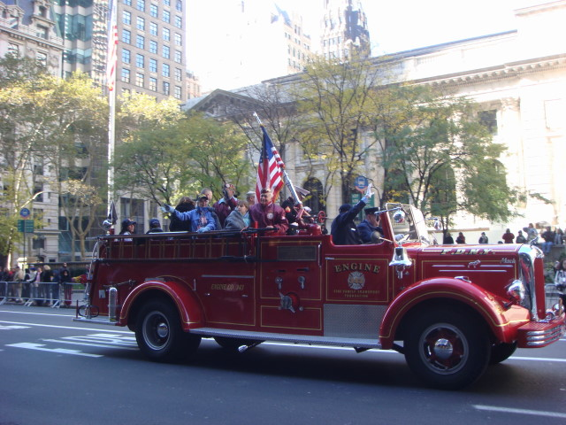 20071111-veterans-day-parade-17-vintage-firetruck-with-vets.jpg
