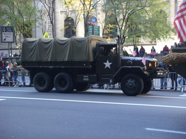 20071111-veterans-day-parade-22-duece-and-a-half.jpg