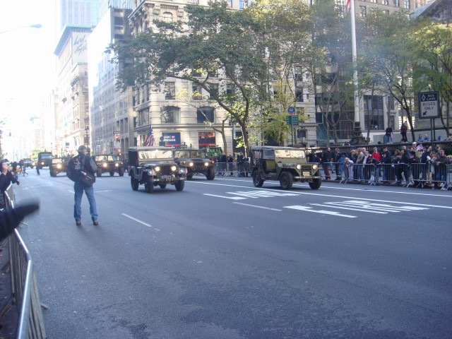 20071111-veterans-day-parade-23-re-enactors-with-jeeps-and-hummers.jpg