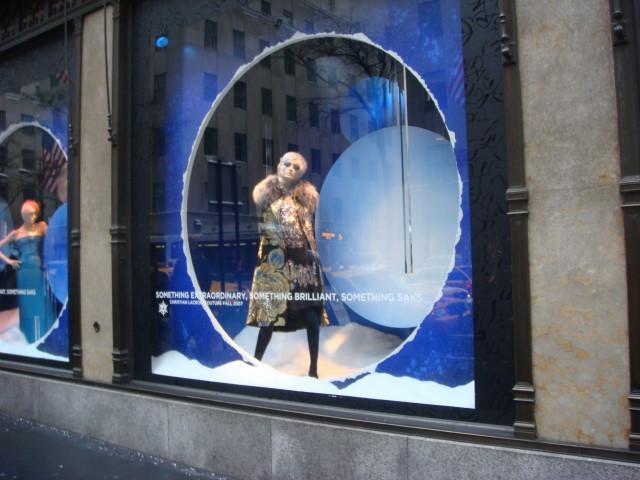 20071202-saks-christmas-display-02-window.jpg