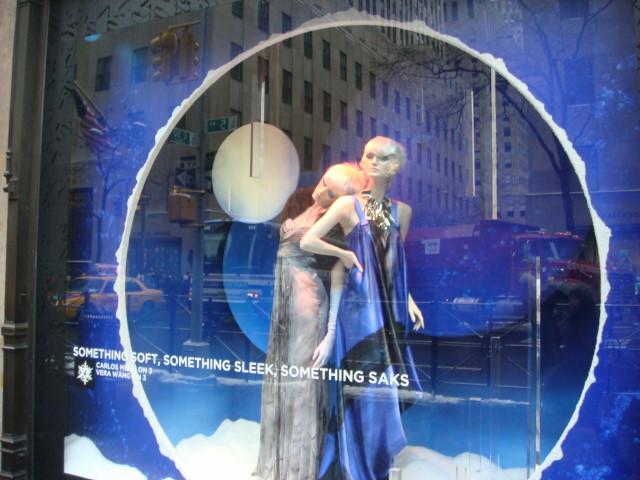 20071202-saks-christmas-display-12-window.jpg