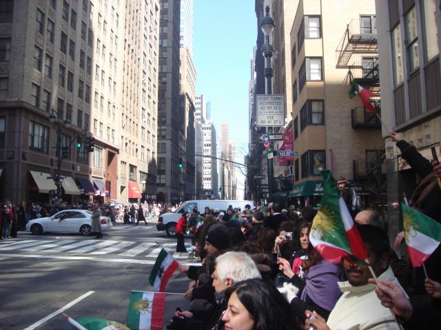 20080330-persian-day-parade-20-crowd.jpg