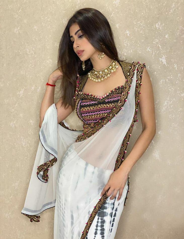 Mouni Roy In Bengali look