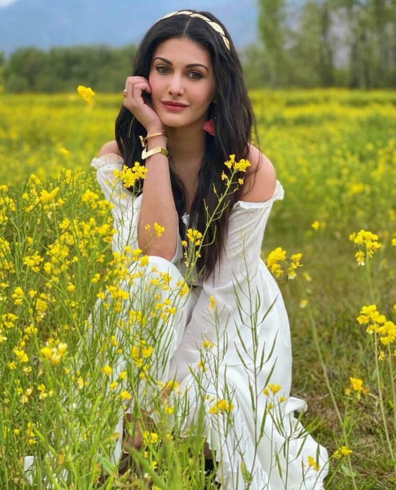 Amyra Dastur HD Photo
