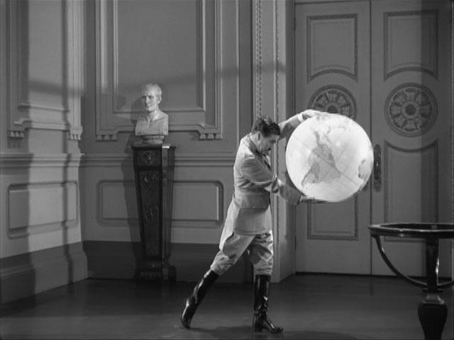 The Great Dictator – Charlie Chaplin as Adenoid Hynkel, famous globe dance