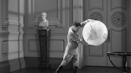 The Great Dictator – Charlie Chaplin as Adenoid Hynkel, famous globe dance