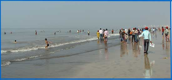 Juhu beach, people walk