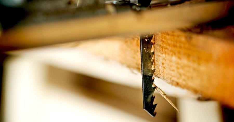 Cutting plywood by Jigsaw blade