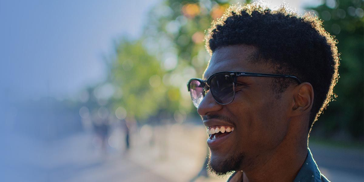 african man with kinky hair wearing sunglasses