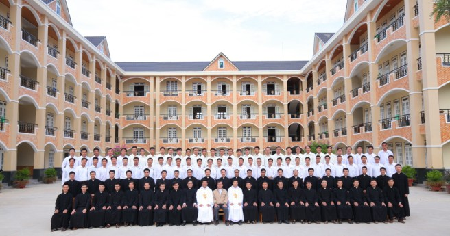 Việt Nam: Seminarians and Philosophy Student Retreat