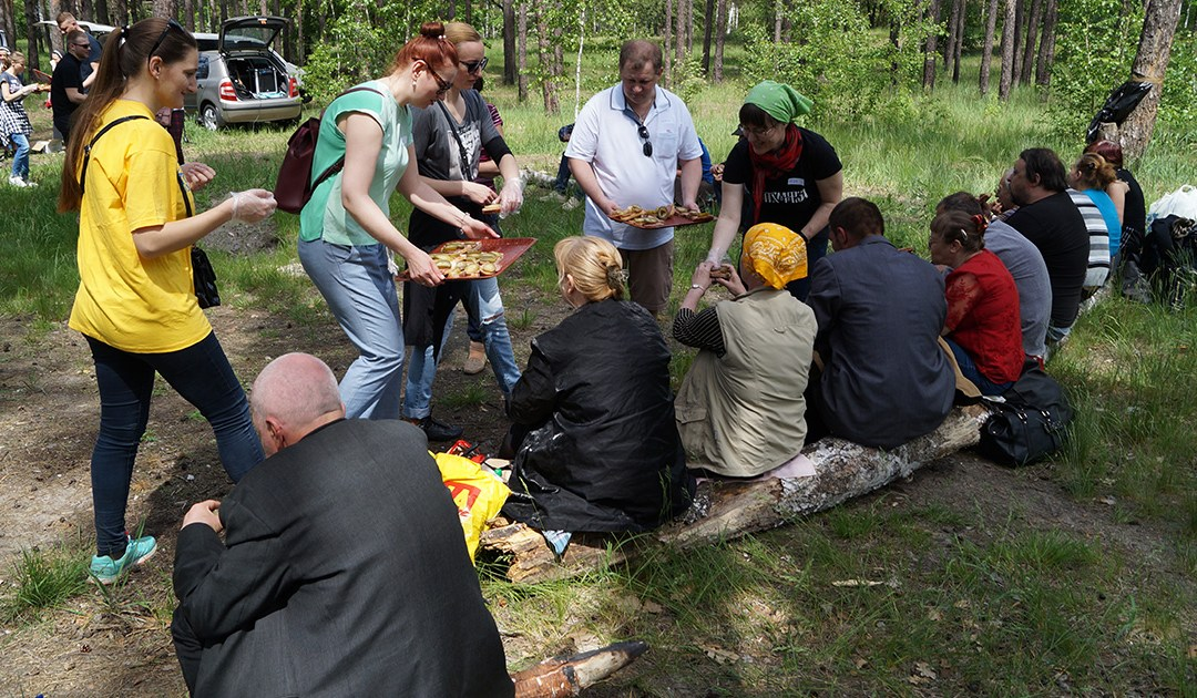 """""""Family"""" Picnic With the Homeless in the Ukraine"""