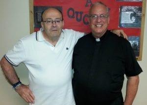 El P. Gregory Gay, C.M., junto al P. Celestino Fernández, C.M., autor de esta entrevista.