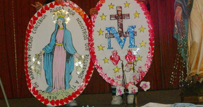 El nexo que une dos corazones • Historias de la Virgen Milagrosa
