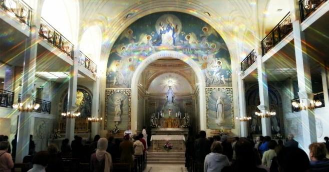 La oración que nos llevó a visitar a las familias • Historias de la Virgen Milagrosa
