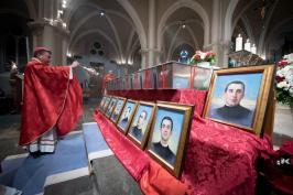 inhumacion martires 17