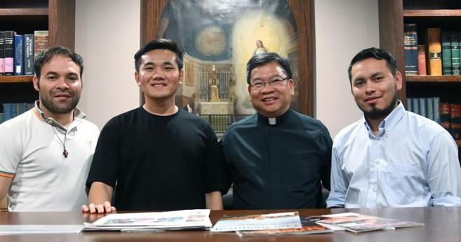 Los seminaristas de la Congregación de la Misión caminan tras los pasos de san Vicente de Paúl