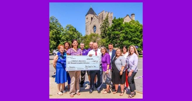 El programa de «venta de garaje comunitaria» de la Universidad de Niágara recauda 1.700 dólares para el Ministerio del Campus