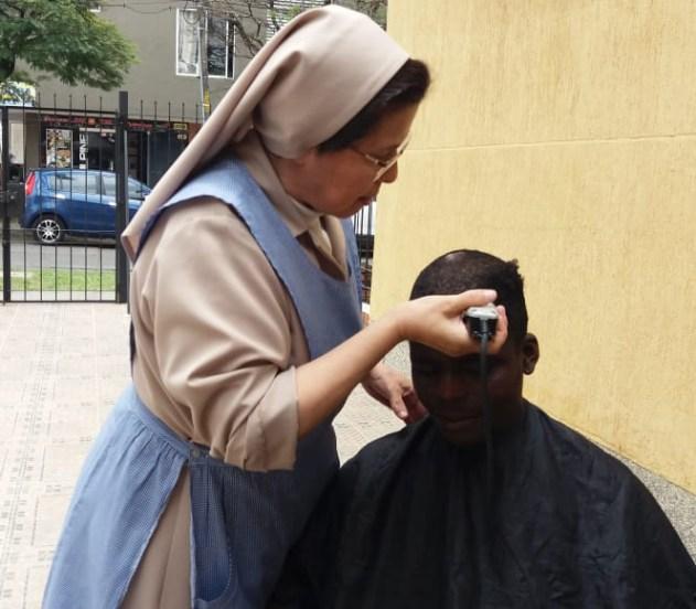 trabajo-con-habitantes-de-calle-en-cali-hijas-de-la-caridad-4