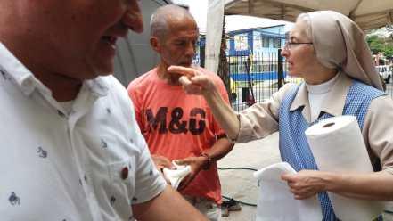 trabajo-con-habitantes-de-calle-en-cali-hijas-de-la-caridad-5