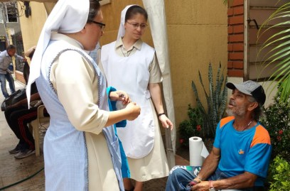 trabajo-con-habitantes-de-calle-en-cali-hijas-de-la-caridad-9