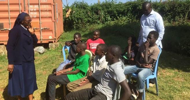 La «Campaña de las 13 casas» y los niños de la calle en Kenia
